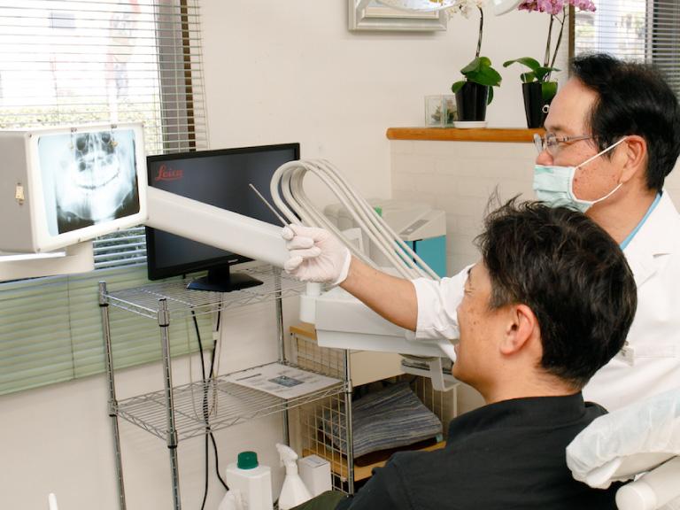 歯の痛みや虫歯、歯周病、原因のわからない歯の痛みなど、お口の中に関する様々なトラブルに対して治療を行います。